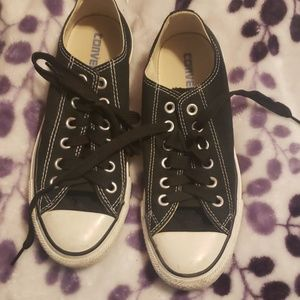 Black converse.